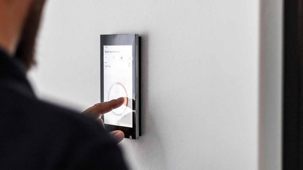 bygningsstyring gennem indbygget tablet