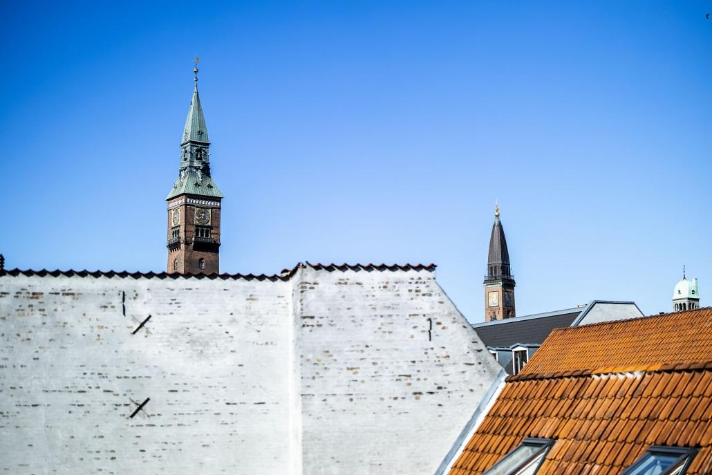 Udsigt til København med blå solrig himmel