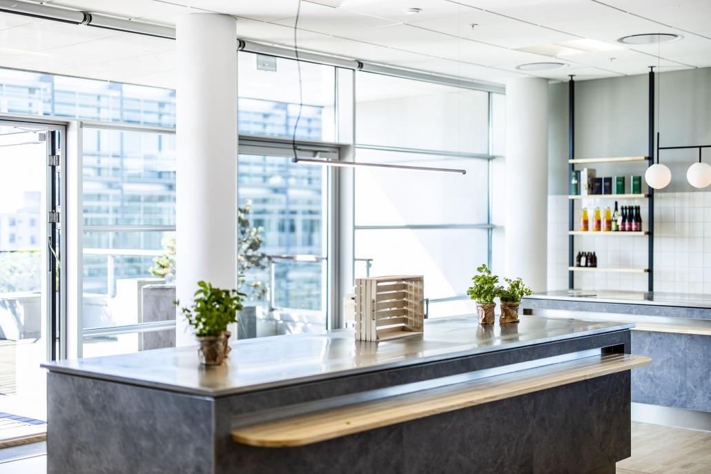 Køkken alrum med adgang til terrasse
